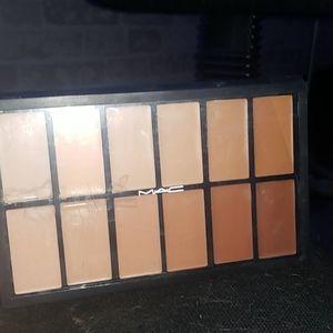 MAC 12 colour foundation pallate